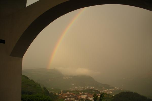 arcobaleno-visto-dal-portico0FEDD4C8-E91E-0D48-299F-CA8435A3A4C8.jpg